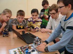 Jaunieji tyrėjai išmėgino šiuolaikinius robotus