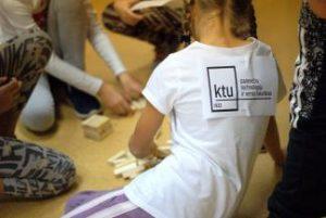 """KTU Panevėžio technologijų ir verslo fakulteto magistrantai – moksleivių rėmėjai """"Solidarumo bėgime 2016"""""""