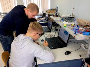 """""""Tyrėjų naktis"""" KTU Panevėžyje: moksleiviai kūrė išmanią šviesos diodų sistemą"""