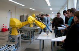 Panevėžio verslo iššūkis: jau dirba robotai, bet trūksta žmonių