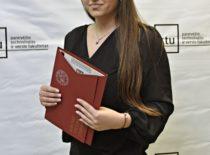 Studentė, magistrantūros diplomas