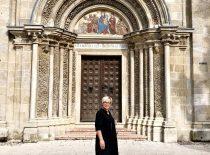 Vengrija, Dekanė Daiva Žostautienė, bažnyčia